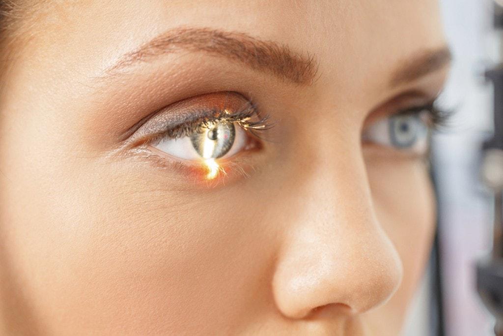 getting-laser-eye-scan-1200